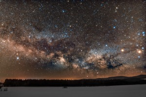 Milky way rises over the horizon by Lrenz