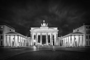 BERLIN Brandenburg Gate | Monochrome by Melanie Viola