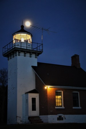 Sturgeon Bay Lighthouse (2) by Stan Bann