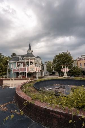 Abandoned Theme Park Missouri Usa by Steve Ronin