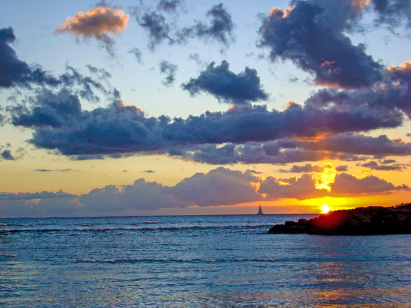 Sailing Off into the Sunset   Hawaii USA by 360 Studios