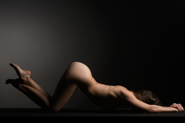 bodyscape_nude_woman_naked_laying_down by Alessandrodellatorre