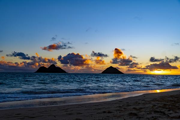 Hawaiian sunrise by Caleb Nagel