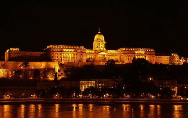 Buda castle at night 40 by Guy Lichter