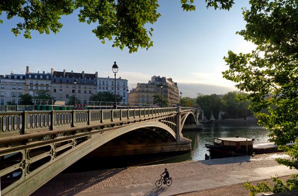 Sully bridge by Hassan Bensliman