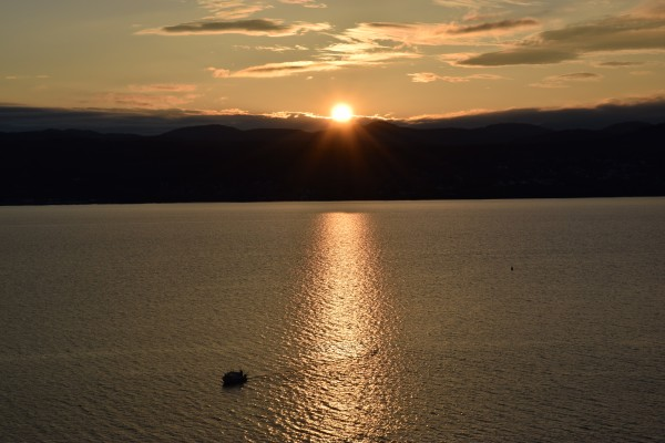 Sunset Boating on Champlain  by Jarrod Sammis