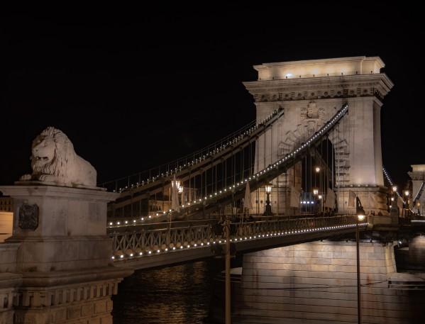 Lion Bridge  by Elitephotos