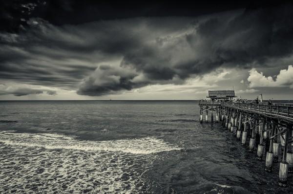 Pier  by Luis Bonetti