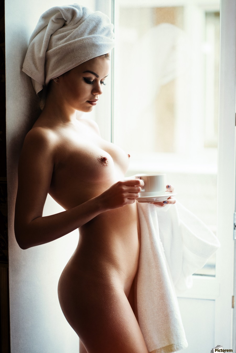 nude women drink tea