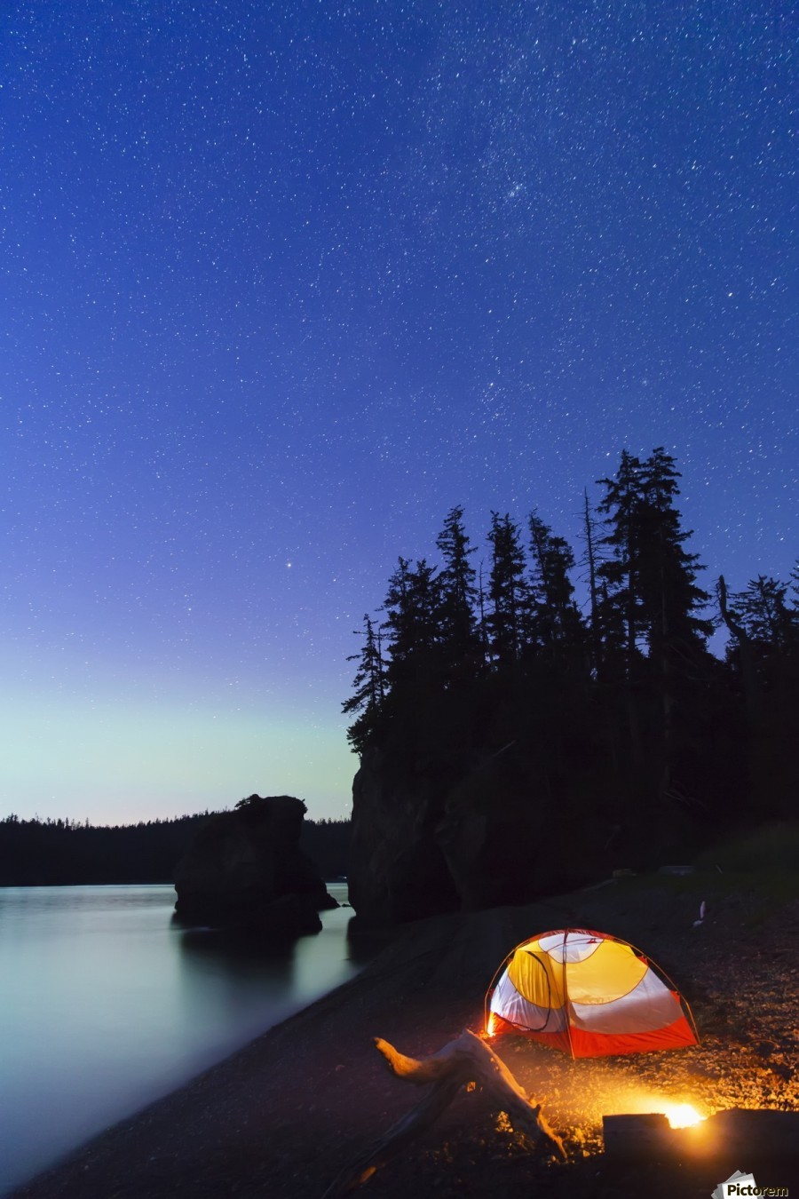 A glowing tent on a beach overlooks green Aurora Borealis reflected in the tranquil ocean water ... : glowing tent - memphite.com
