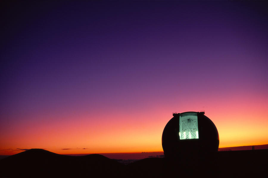 Hawaii, Big Island, Mauna Kea, Keck Observatory Open Dome, Twilight, Dramatic Sky A44E  Imprimer