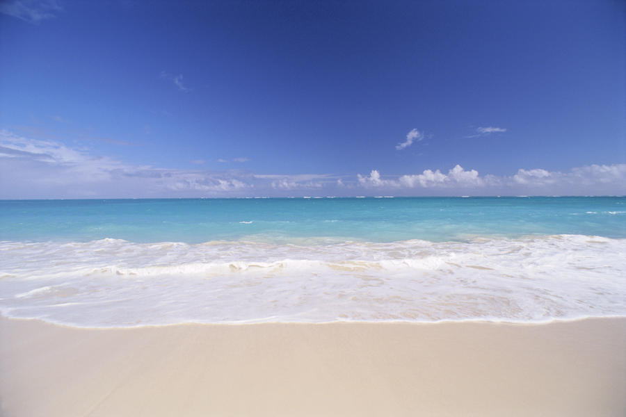 Canvas Print Hawaii Pristine White Sand Beach With Clear Turquoise Water Blue Sky On Horizon