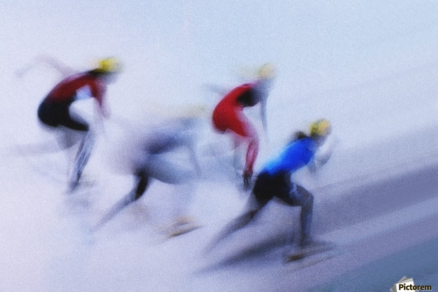 a detailed description of a speed skating race