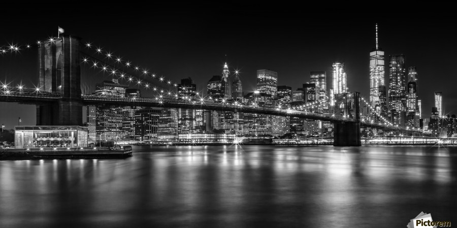 MANHATTAN SKYLINE & BROOKLYN BRIDGE Nightly Impressions | Panoramic Monochrome