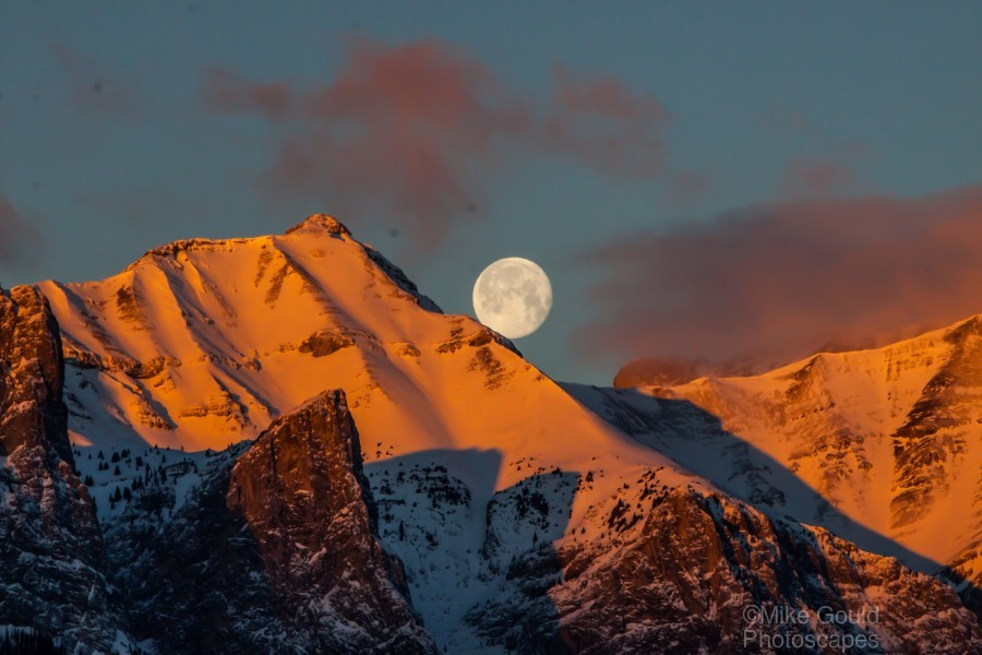 Super Moon Setting Behind Rundle Mountain  Print
