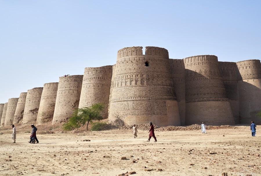 The majestic Derawar Fort in Pakistan  Print