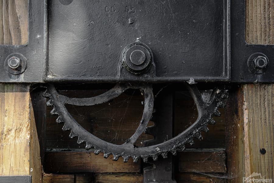 Une roue figee dans le temps  Print