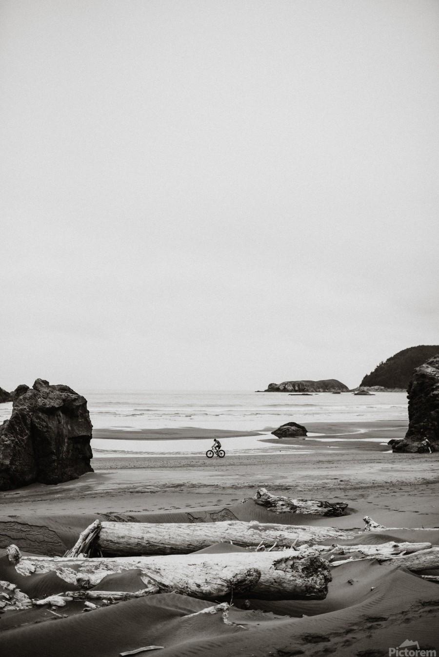 Cyclist on the beach B&W  Imprimer