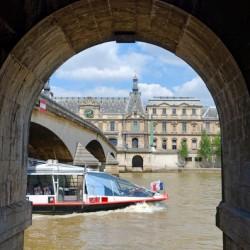 Under the Caroussel bridge