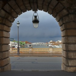 The arch and the lampost