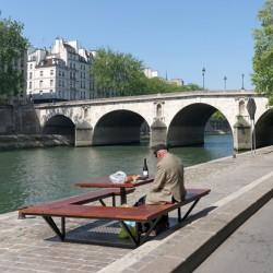 Parisian picnic at the Pont Marie bridge