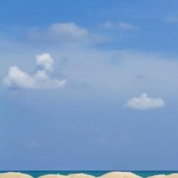 Idyllic beach scene | panorama