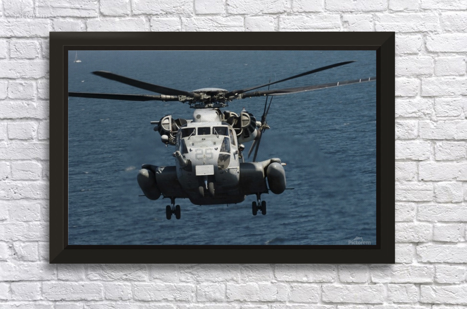 A U.S. Marine Corps CH-53E Super Stallion helicopter ...