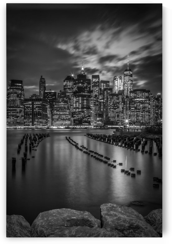 MANHATTAN SKYLINE Evening Atmosphere in New York City | Monochrome by Melanie Viola