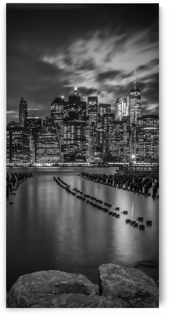 MANHATTAN SKYLINE Evening Atmosphere in New York City | Monochrome Panorama by Melanie Viola
