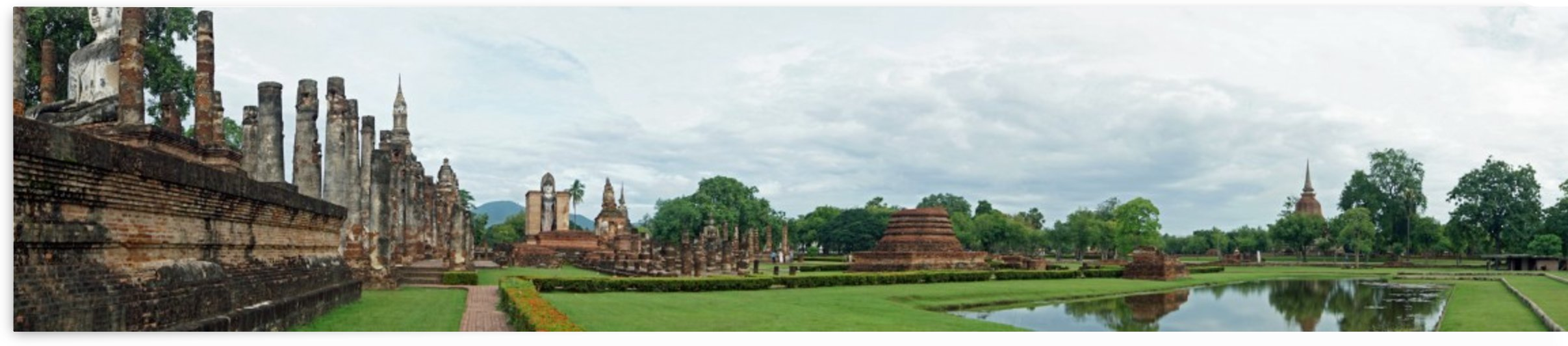 ruins in the historical park in sukhothai by Babett-s Bildergalerie