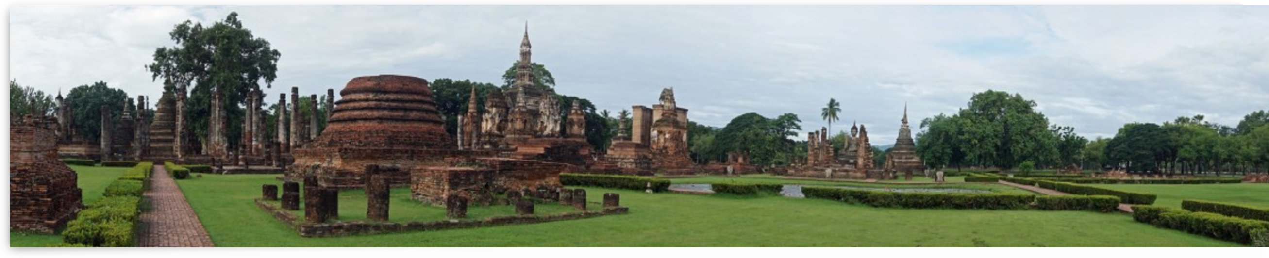 ruins in the historical park in sukhothai by Babett-s Bildergalerie
