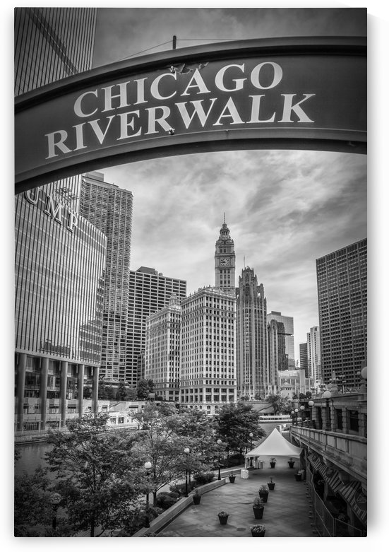 CHICAGO Riverwalk | Monochrome by Melanie Viola