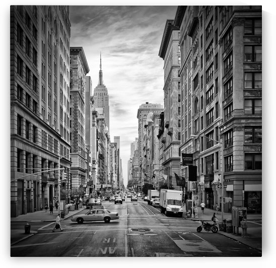 NEW YORK CITY 5th Avenue | Monochrome by Melanie Viola