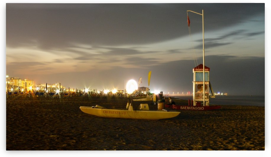 Night beach Italy by pikey_ph