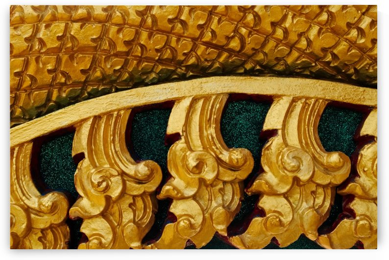Golden pattern of statue by Krit of Studio OMG