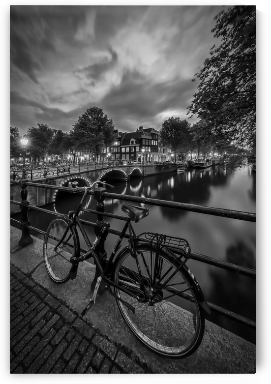 AMSTERDAM Evening impression from Brouwersgracht | Monochrome by Melanie Viola