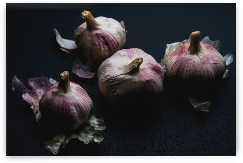Garlic by Krit of Studio OMG