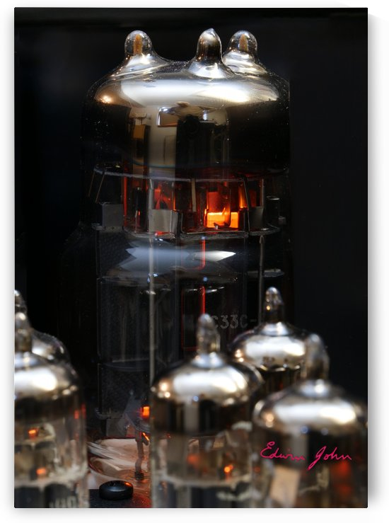 Smooth Audio valves power amplifier by Edwin John
