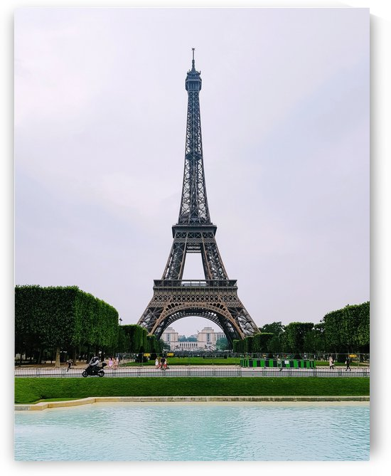 Eiffel from a distance by Verstapost