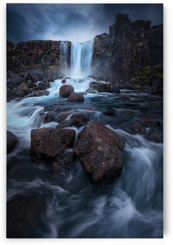 Una cascada. by 1x