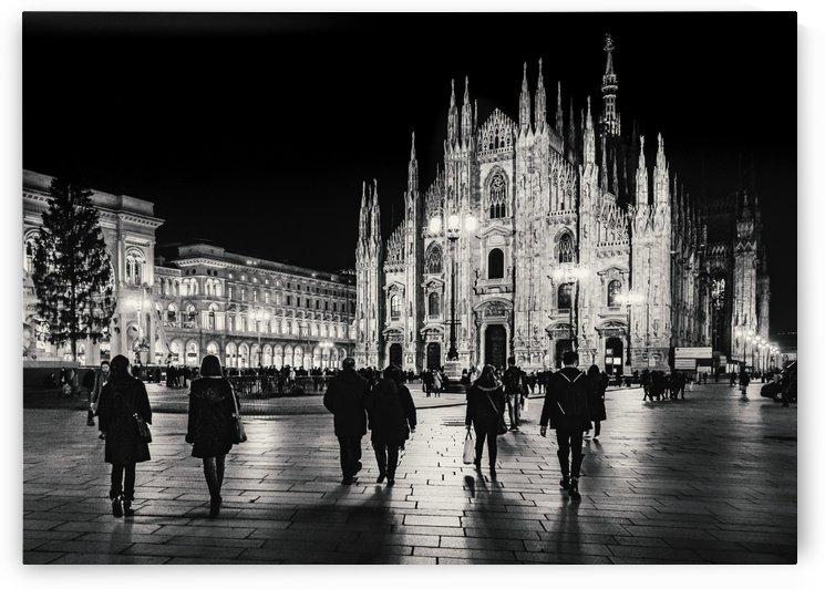 Black and White Duomo Piazza Night Scene, Milan City, Italy_1542133365.99 by Daniel Ferreia Leites Ciccarino