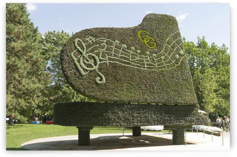 Remembering Glenn Gould is the title of this piece by Bob Corson