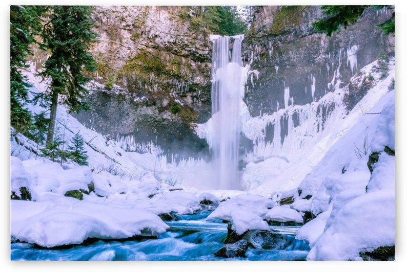 Semi frozen falls by Cullen Kamisugi