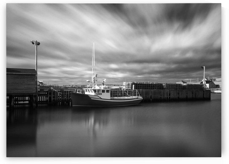 Monochrome boat by Roman Buchhofer