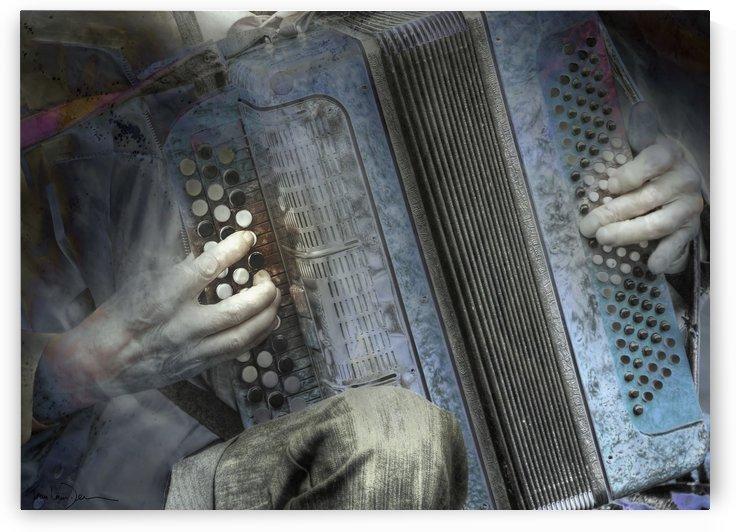 Moscou - L accordéoniste du Vieil Arbat 40x29 by Jean-Louis Desrosiers