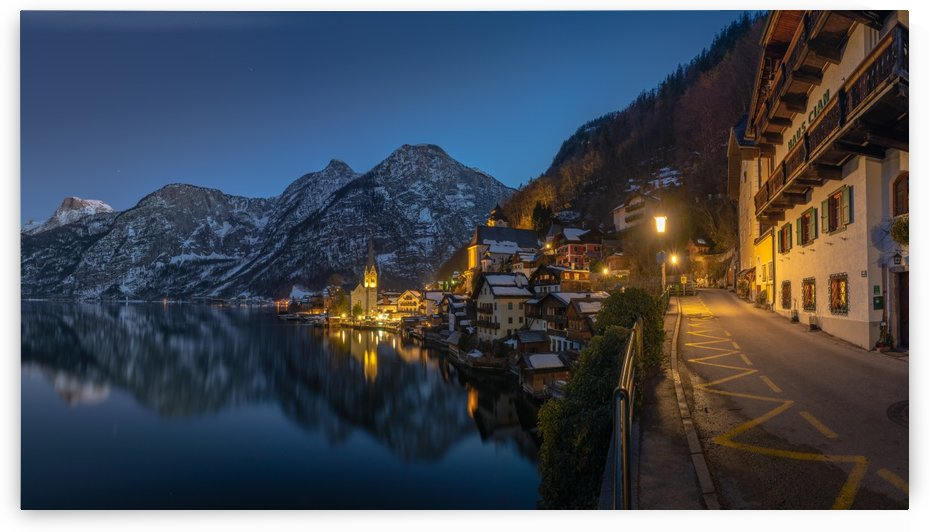Hallstatt at night by zoltanduray