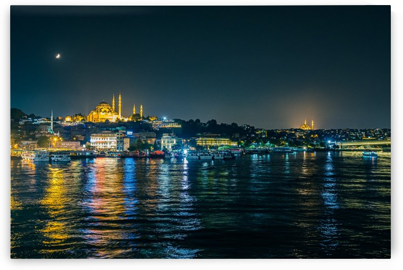 Istanbul by night by Filippo Manaresi