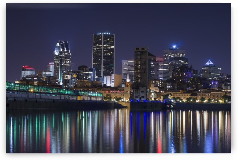 Montreal cityscape with light reflections in water by Atelier Knox