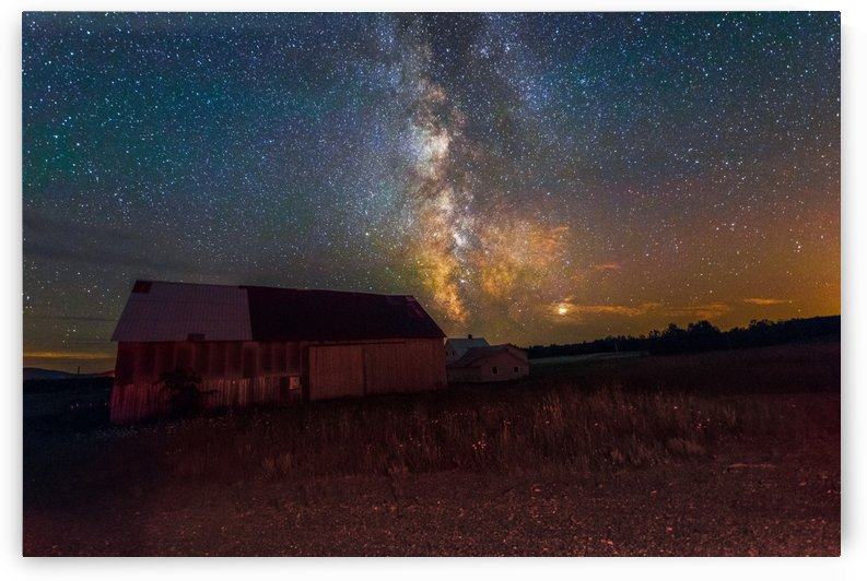 Barn and Milky Way by Lrenz