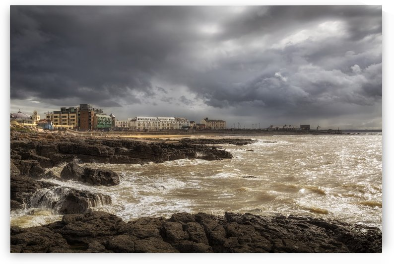 Storm Hannah builds up on the Porthcawl coastline by Leighton Collins